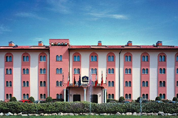 Hotels In Lucca Italy With Parking