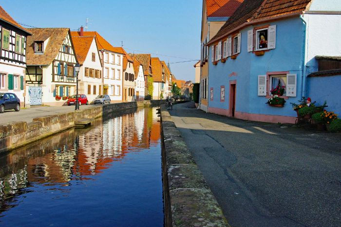 Canal and half-timbered houses