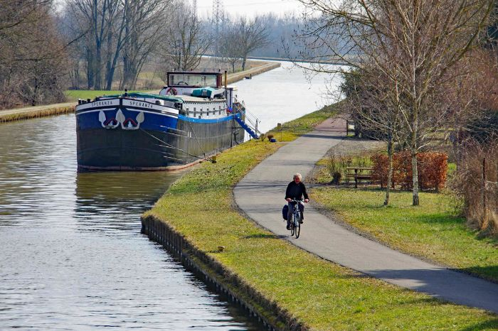 Cycle path along the canal