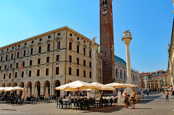 Café next to the Torre Bissara in Vicenza
