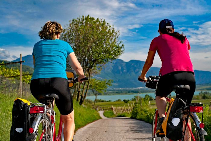 Two cyclists at Lake Kaltern