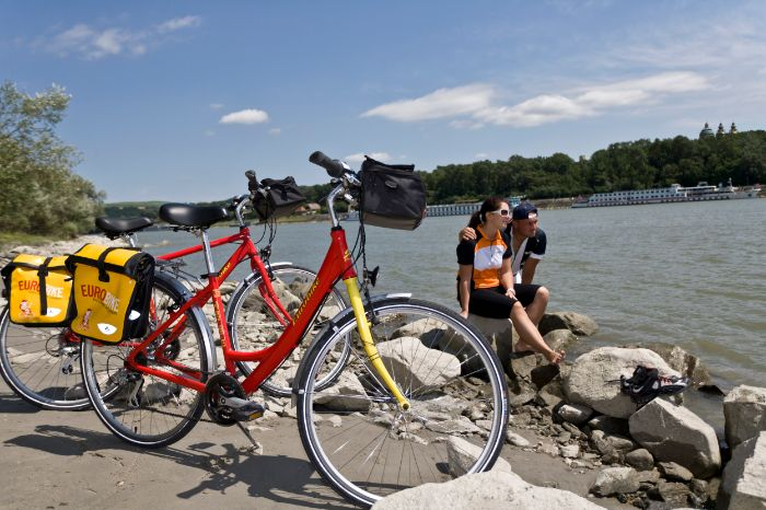 Cyclists and bike at the Danube