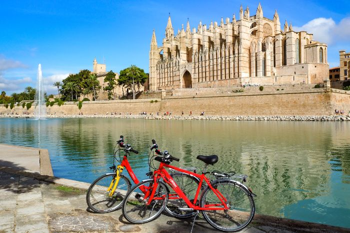 Eurobike bikes in front of the cathedral of Palma