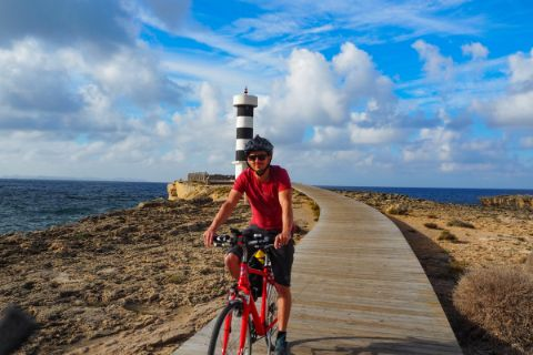 Cyclists at the lighthouse of Colònia de Sant Jordi