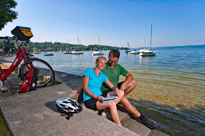 Cyclists having a break at the bank of Lake Ammersee