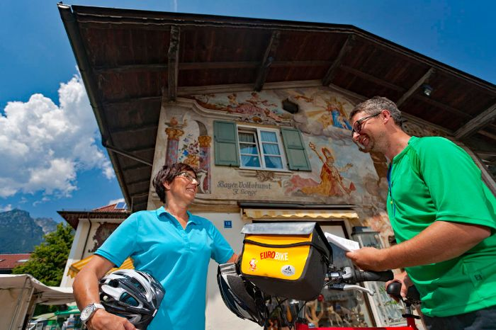 Eurobike cyclists in front of house in Garmisch Partenkirchen