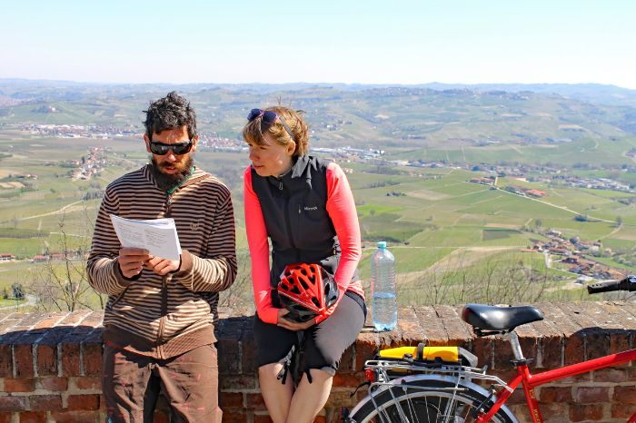 Two cyclists having a break in the Barolo region