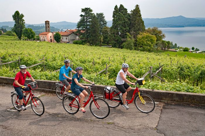 Cyclists at Lake Viverone