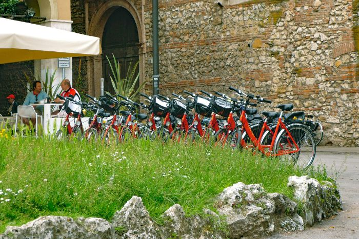 Bikes in front of a restaurant in Venezia