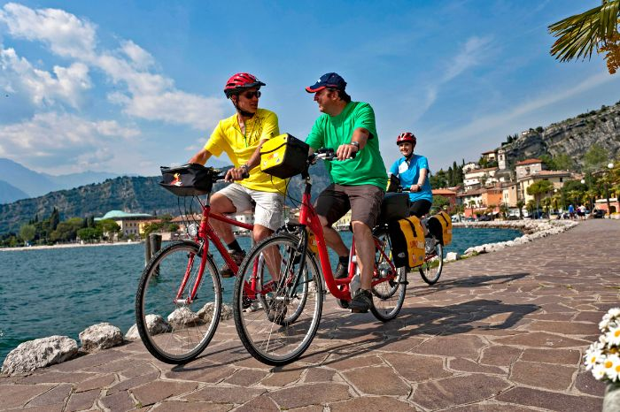 Cyclists at the bank of Lake Garda