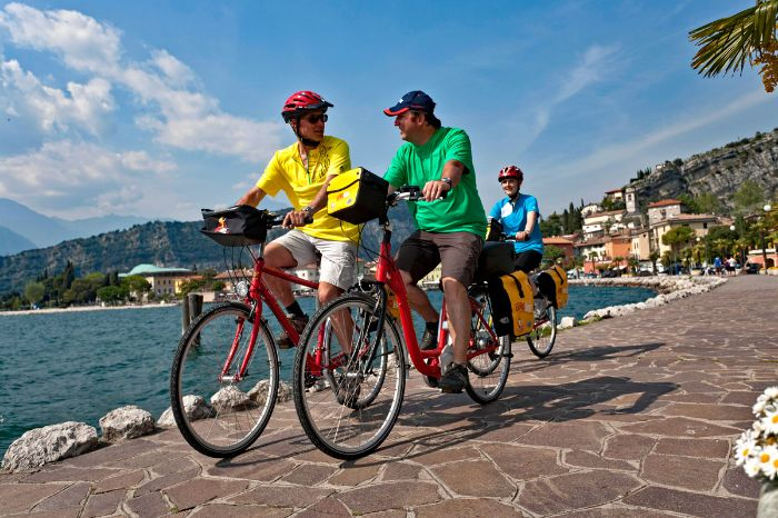 Cyclists in Riva at the bank of Lake Garda