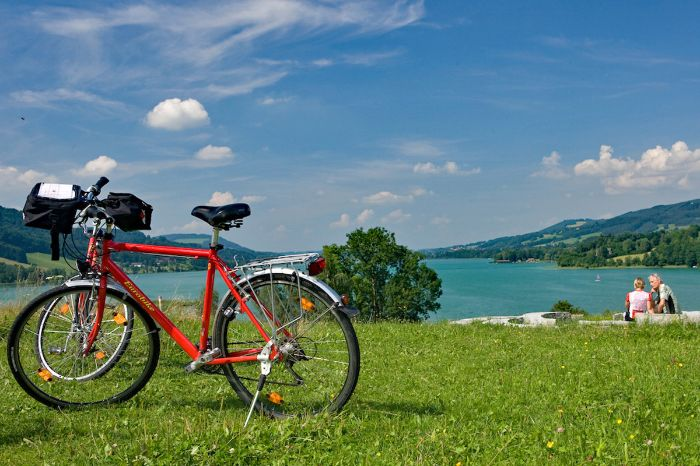 Bike in front of Lake Irrsee