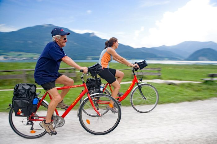 Cyclists in Abersee at Lake Wolfgang